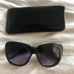 Black forever 21 sun glasses with soft case